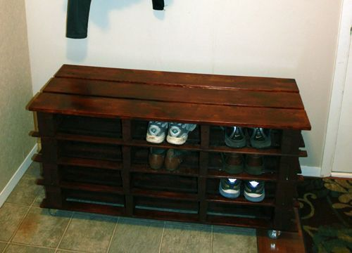 Awesome DIY Shoe Rack Bench - http://www.homediyfixes.com/awesome-diy-shoe-rack-bench/