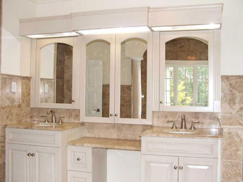 This Luxurious Master Bathroom Double Vanity Has Dual Sided Mirrors In The  Medicine Cabinet,