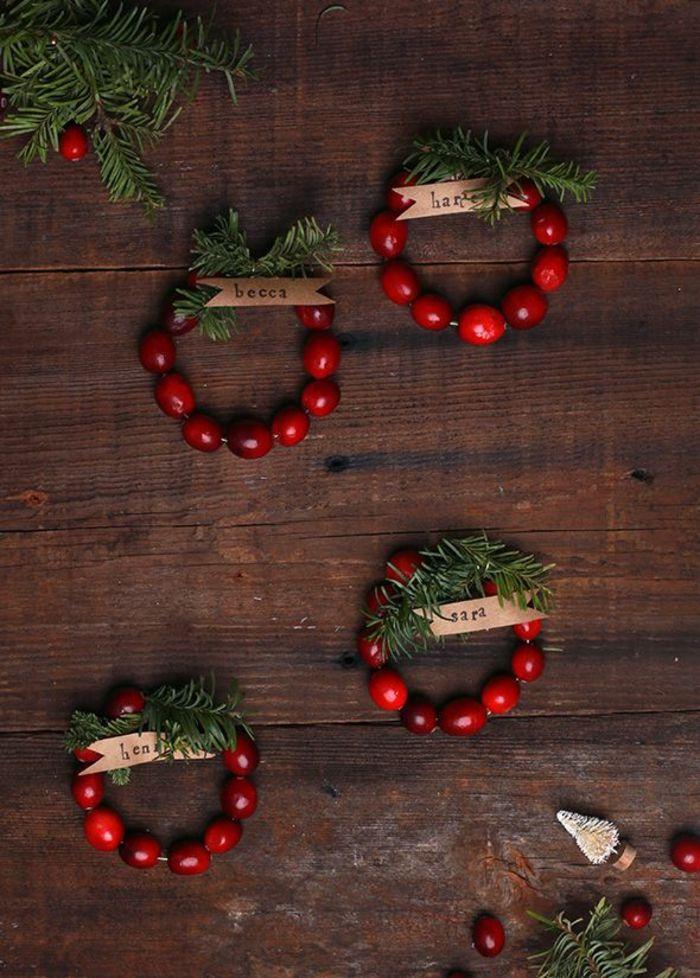 So können Sie originelle weihnachtliche Tischkarten basteln