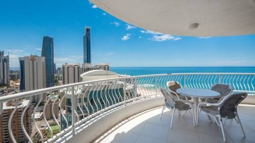 Aegean Resort Apartments Gold Coast Just 150 metres from Surfers Paradise Beach, Aegean Apartments features self-contained accommodation with a private balcony offering lovely ocean or tropical garden views.