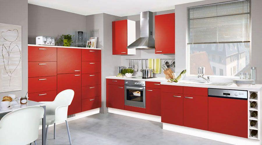 fronten in leicht strukturiertem chilirot sowie der korpus in wei. Black Bedroom Furniture Sets. Home Design Ideas