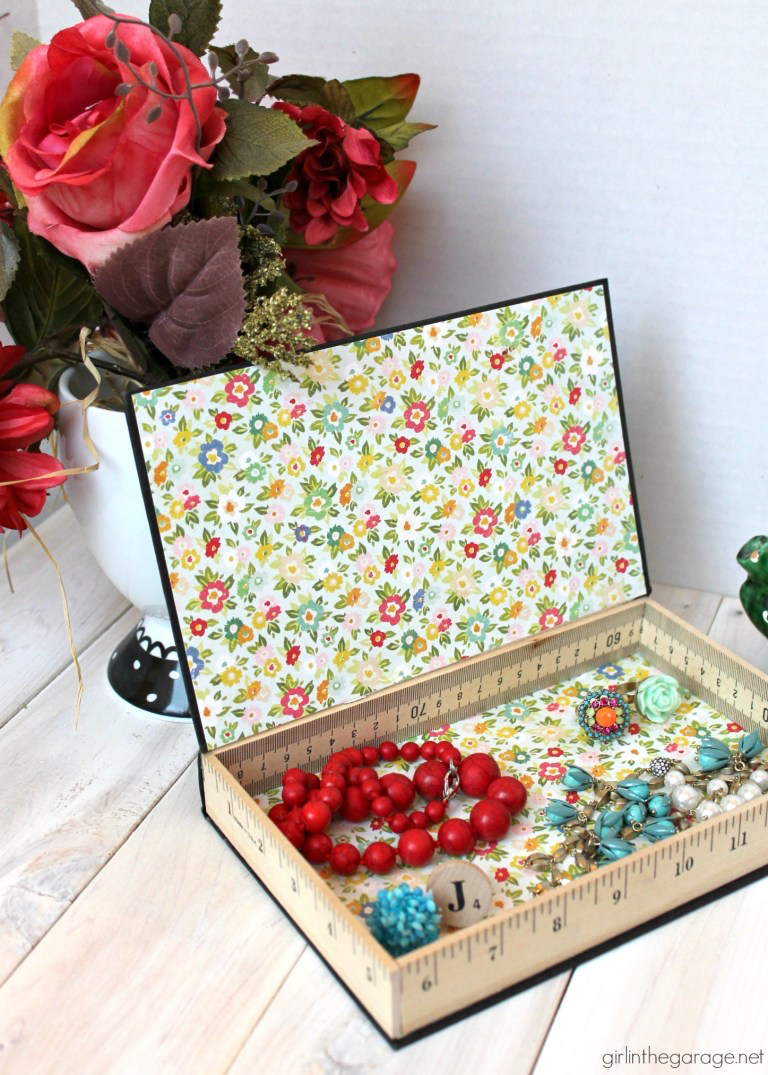 30 Creative Uses For Old Books Book Crafts Book Page Crafts