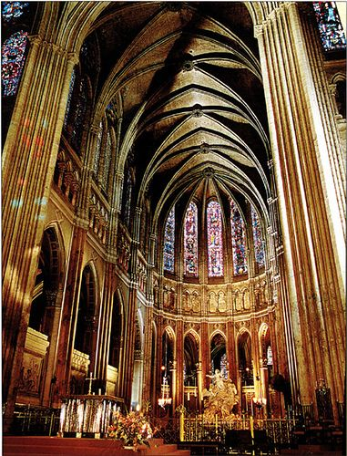 The Nave of Chartres Cathedral, Chartres, France 12th-13th ...