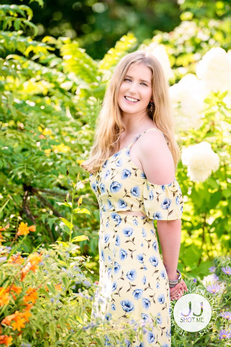 Floral ideas for your senior session summer yellow color