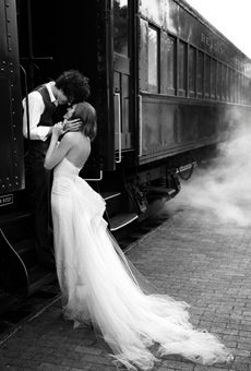 I love trains... but I don't think I'd be able to do that for my wedding. =P