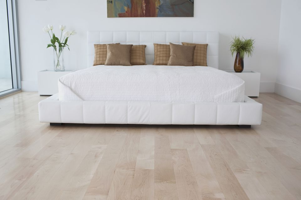 30 Wood Flooring Ideas And Trends For Your Stunning Bedroom Bedroom Flooring Bedroom Wood Floor Bedroom Floor Tiles