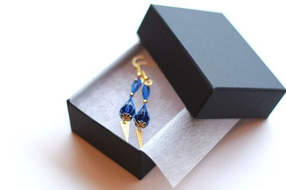 【 kedama | けだま  silk drop BLUE】※ 無料にてピアスをイヤリングに変更可能です。  ご購入後お名前と変更の旨をご記入し、送信してく...|ハンドメイド、手作り、手仕事品の通販・販売・購入ならCreema。