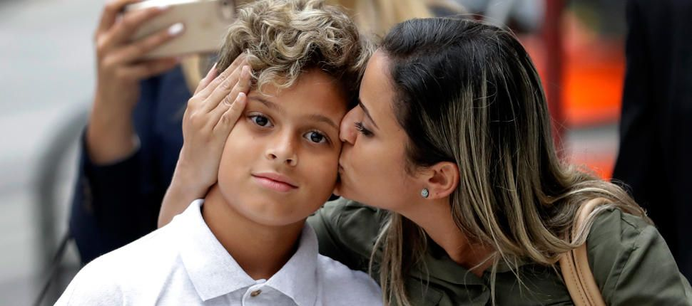 Mother Son Separated At Us Border Reunited In Chicago Brazilian