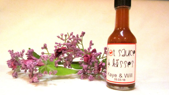 Hot Sauce and Kisses favors for Wedding by InNonnasKitchen on Etsy