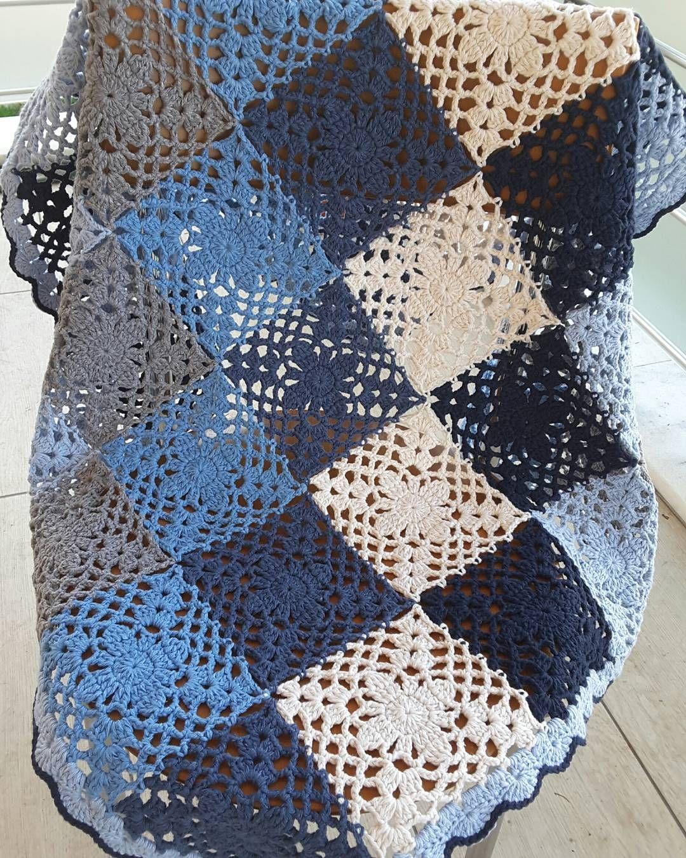 Cigdem Cevir Lucky Blankets On Instagram Mavi Tonlarinda Vintage Model Mini Battaniye Bebek Battaniyesi Dizus Orgu Desenleri Orgu Motifleri Battaniye