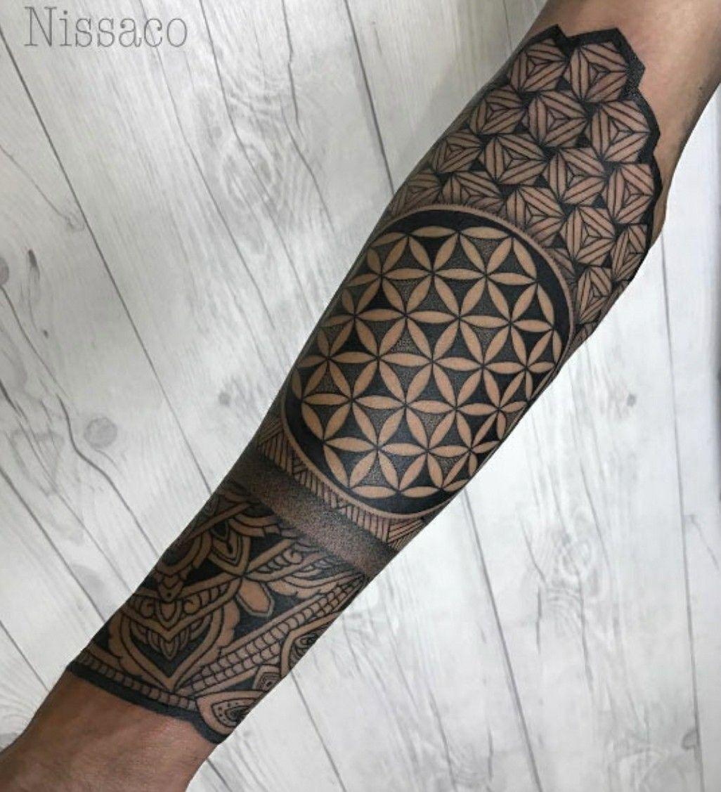 Pingl par sebastien trebuchon sur dessin de mandala pinterest tattoo manchette tatouages - Tatouage manchette mandala ...