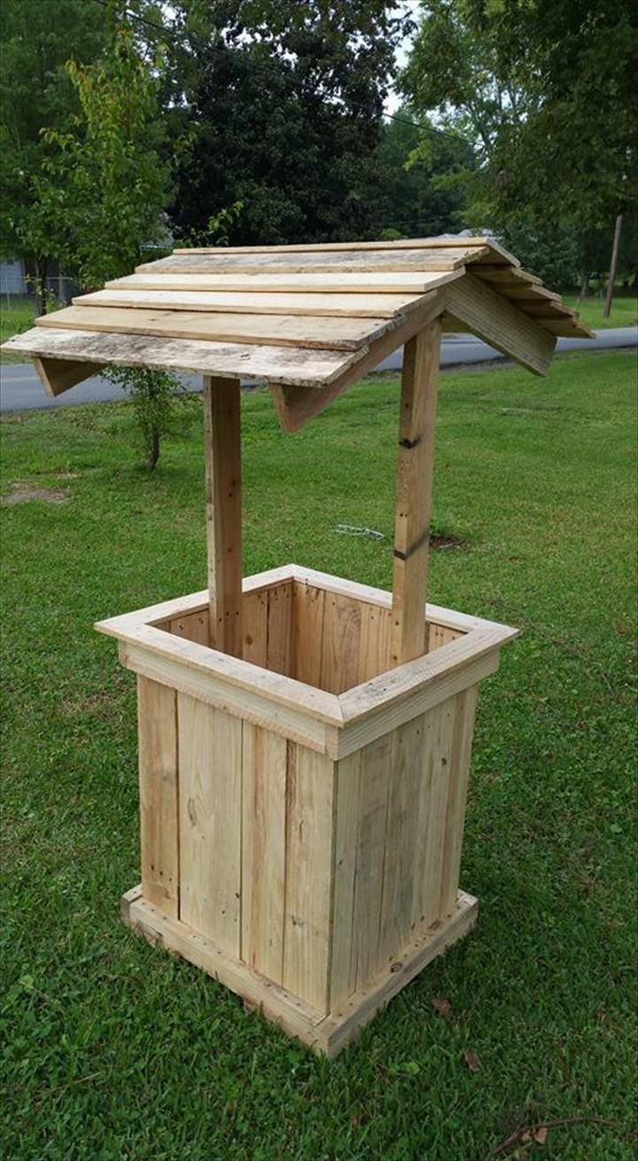 Wishing well out of Pallets | Pallet furniture, Pallets and House