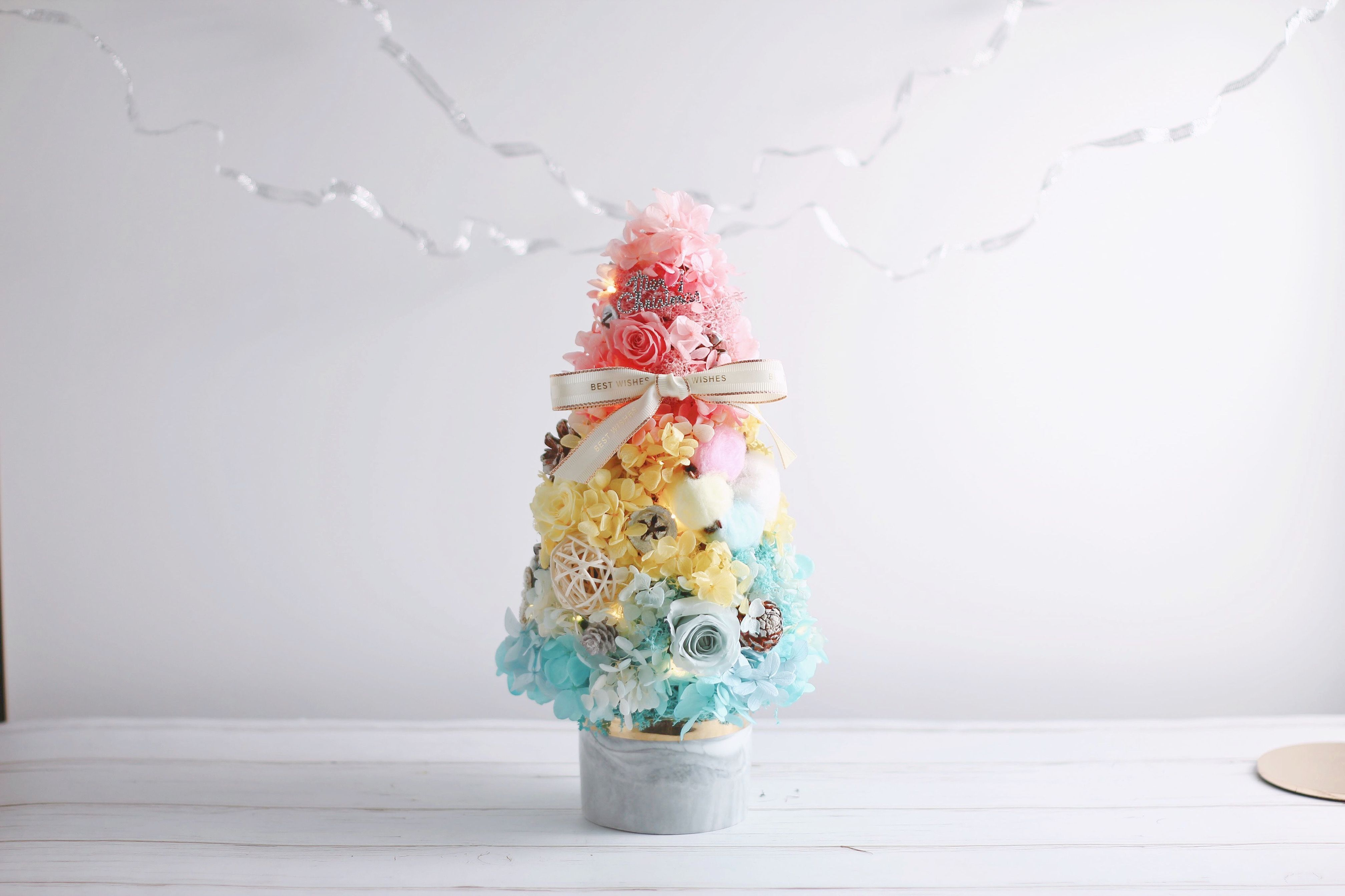 Great Screen marble Ceramics Texture Suggestions A very dreamy rainbow Christmas tree with pastel light blue pale yellow and pink hydrangeas combi