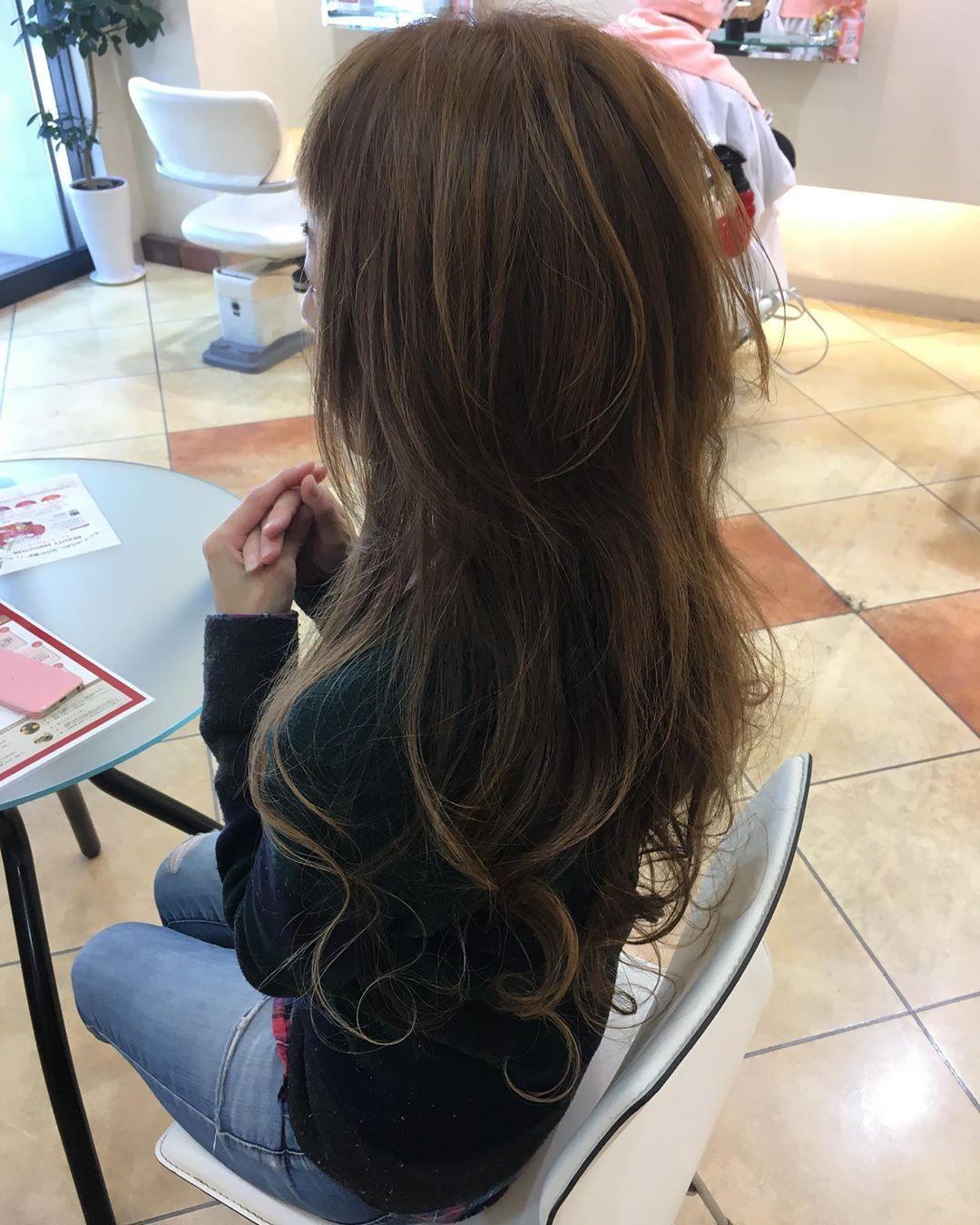 後藤 崇 On Instagram 最近ロングヘアーの人口が減って いる バブル期は沢山いたのに まさに日本の縮図のようだ そんなことはないか ロングヘアー 巻き髪 ハイレイヤー ハイレイヤーウルフ ウルフカット ウル レイヤーカット ロング レイヤー