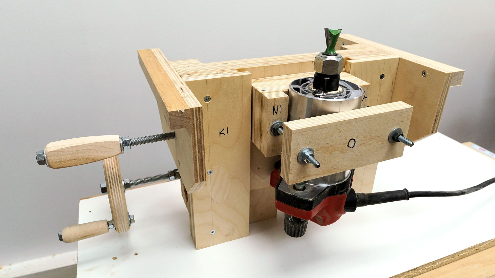 Making A Precision Router Lift From The Easy To Follow Plans