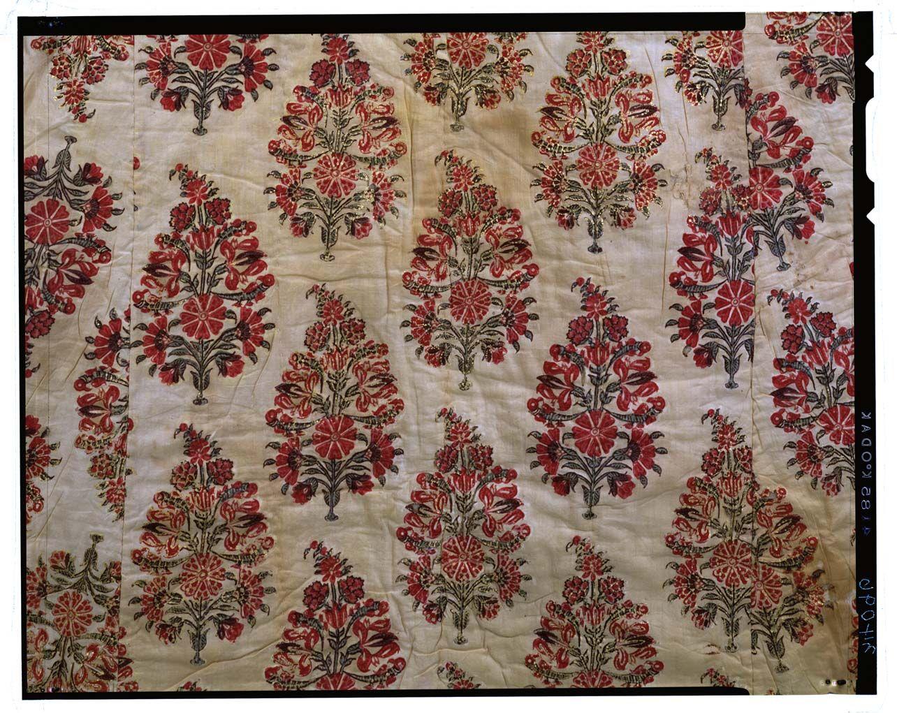 C0034096 白地花卉模様金更紗綿入コート - 東京国立博物館 画像検索