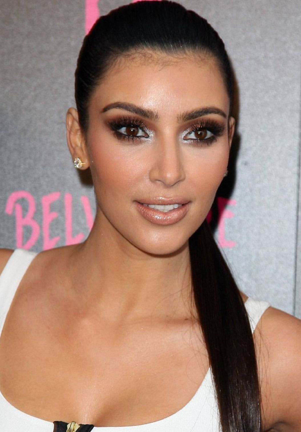 Kim Kardashian smokey eyeshadow brown and blue makeup look ...