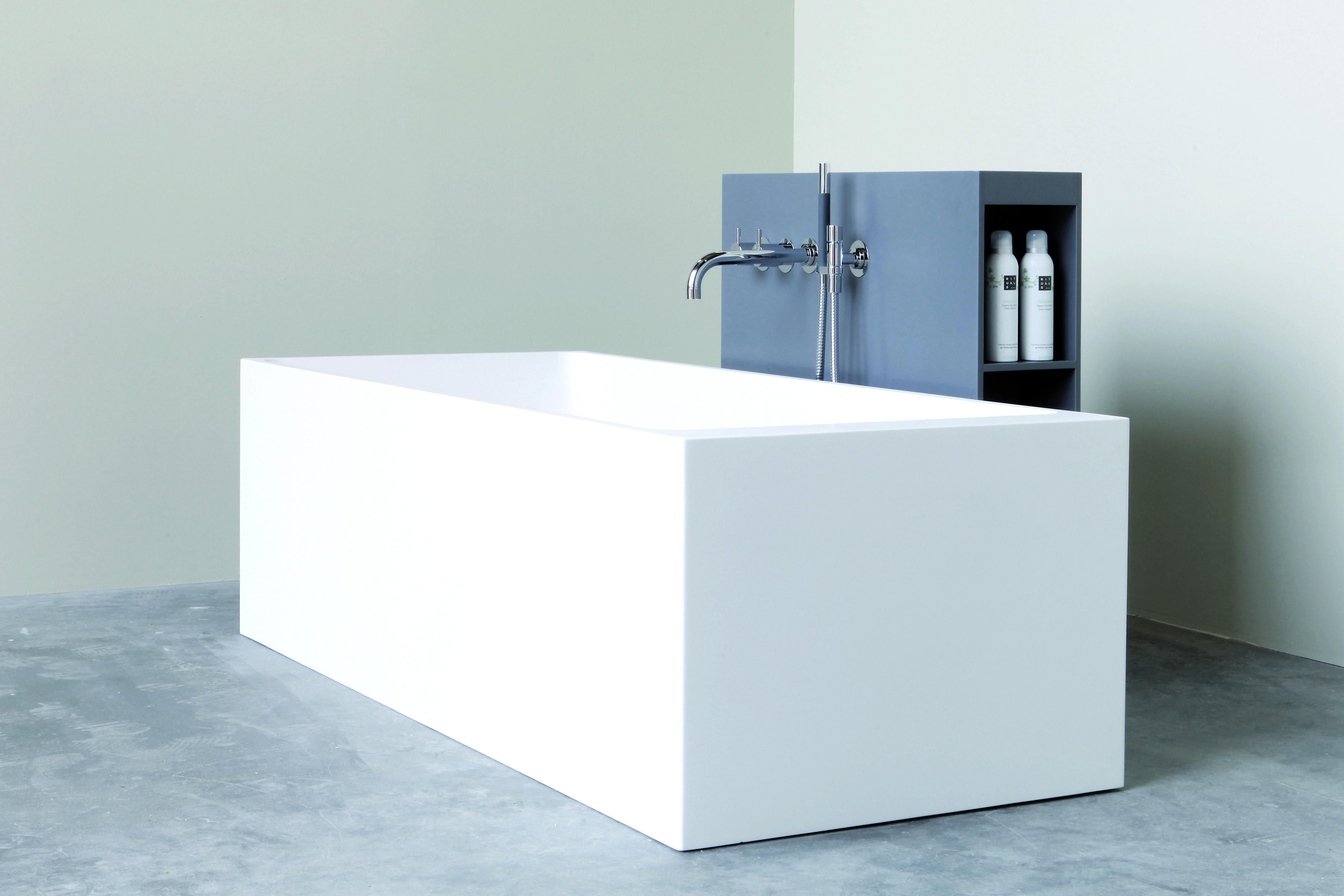 Eckige Badewanne Aus Mineralwerkstoff Badewanne Badezimmer Design Baden