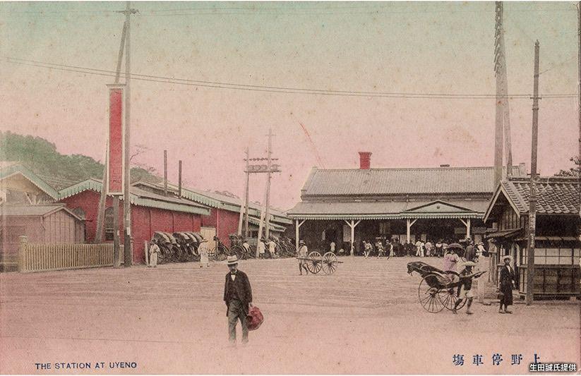日本橋を起点に北に延びる日光道中(日光街道)が通る上野には、北関東・東北方面に向かう鉄道を建設した、日本鉄道が始発駅を置いた。その後、国鉄駅となった「上野」駅は、首都の北の玄関口として大いに発展することになる。昭和に入ると、千葉方面に向かう京成電気軌道(現・京成電鉄)も上野に進出し、地下にターミナル駅を置いた。