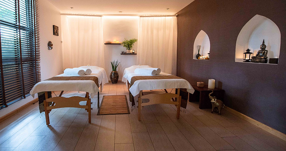 Love This Soothing Lighting In This Massage Room Massage Room Decor Massage Room Colors Spa Massage Room