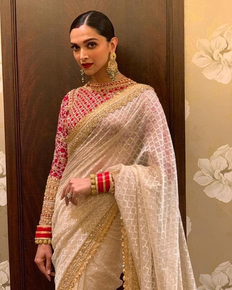 Ivory And Red Deepika Padukone Is A Vision In A Jamdani Sari Edged With Gold Zardozi Lace And A Full Sleeved Tulle Zardo Saree Look Stylish Sarees Saree Trends