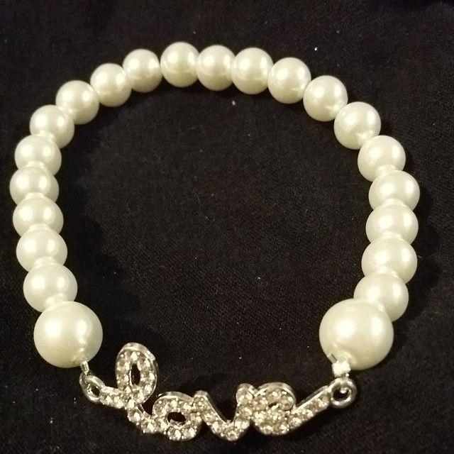 LOVE Con imitación de perlitas blancas #arte #creaciones #bracelets