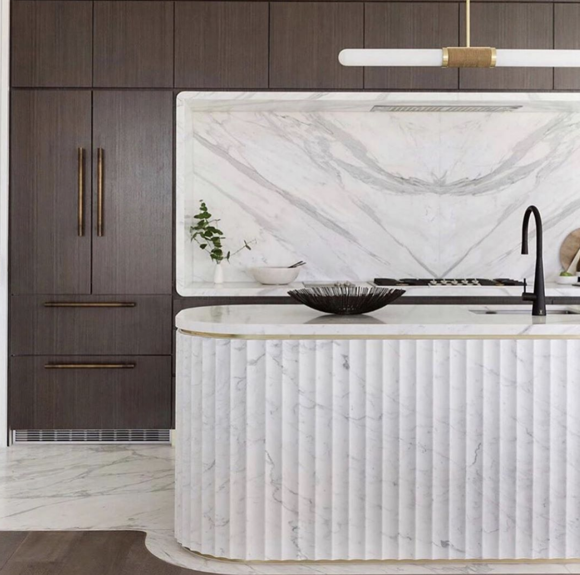 DESIGN | Fluted Walls in 2021 | Curved kitchen island, Art ...