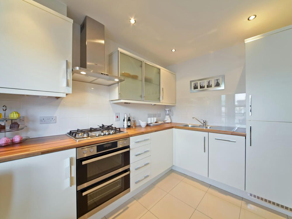 Kitchen from a Taylor Wimpey home - http://www.whathouse.co.uk/new ...