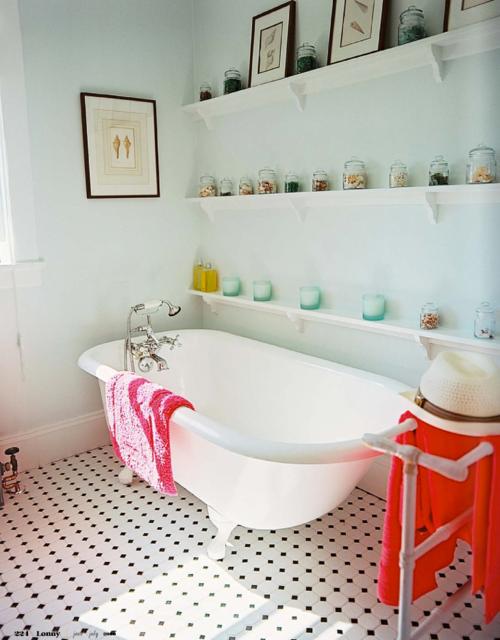 シャビーシックでおしゃれなバスルームのインテリア事例 浴室リフォーム バスルームのインテリア バスルーム