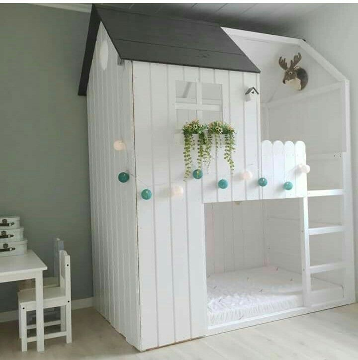 ein hausbett wie ein baumhaus kinderzimmer pinterest kinderzimmer hochbett und kinderbett. Black Bedroom Furniture Sets. Home Design Ideas