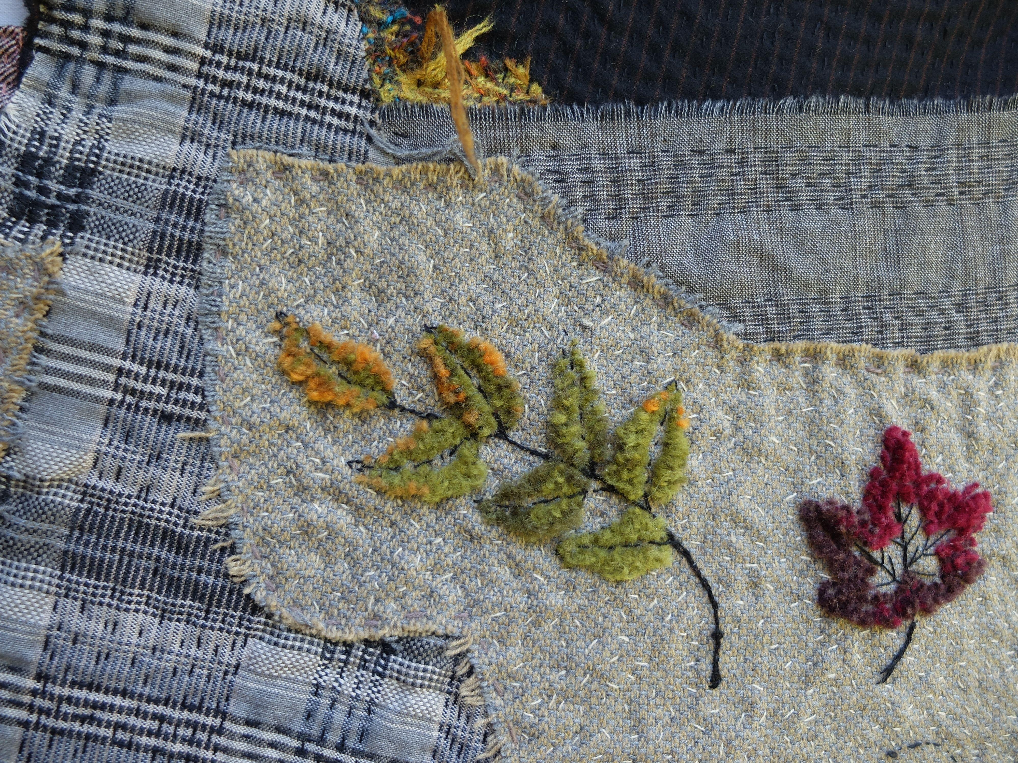 Segolaine Schweitzer Detail De La Broderie Velours Sur Les Deux Petites Pieces Feuilles D Automne Et Oiseaux Broderie Fleurs Tissus Feuille Automne