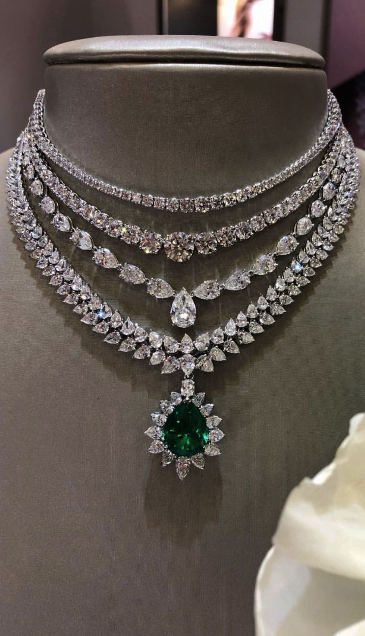Jewellery Stores Kathmandu Nepal Another Jewelry Stores Near Me Open Today Following Jewel Bridal Diamond Necklace Beautiful Necklaces Diamond Necklace Designs