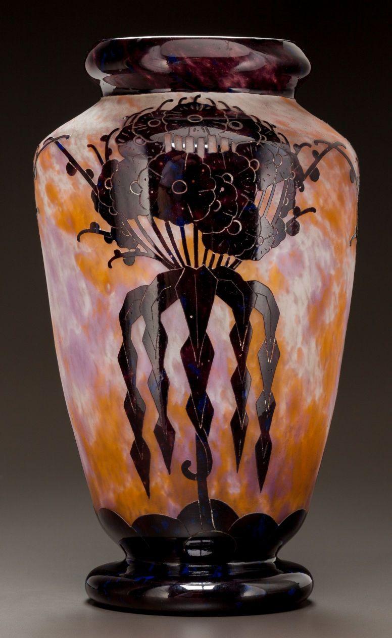 CHARLES SCHNEIDER LE VERRE FRANCAIS GLASS VASE . Circa 1927.
