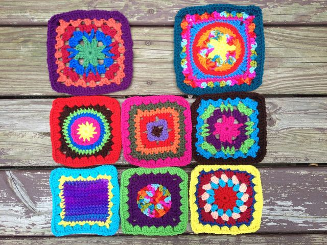 crochet squares for a granny square crochet purse, crochetbug, crochet fat bag, crocheted, crocheting