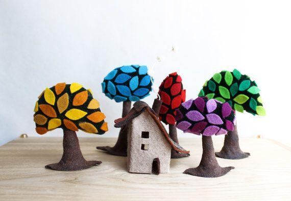 Intres - Colorful forest with a small shelter. Miniature