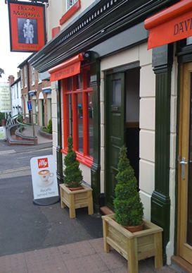 A PUB SERVING ONLY VEGETARIAN/VEGAN FOOD!!!!!!!!!!..Worcester St. Stourbridge, DY8 1AT. TEL: 01384 376152