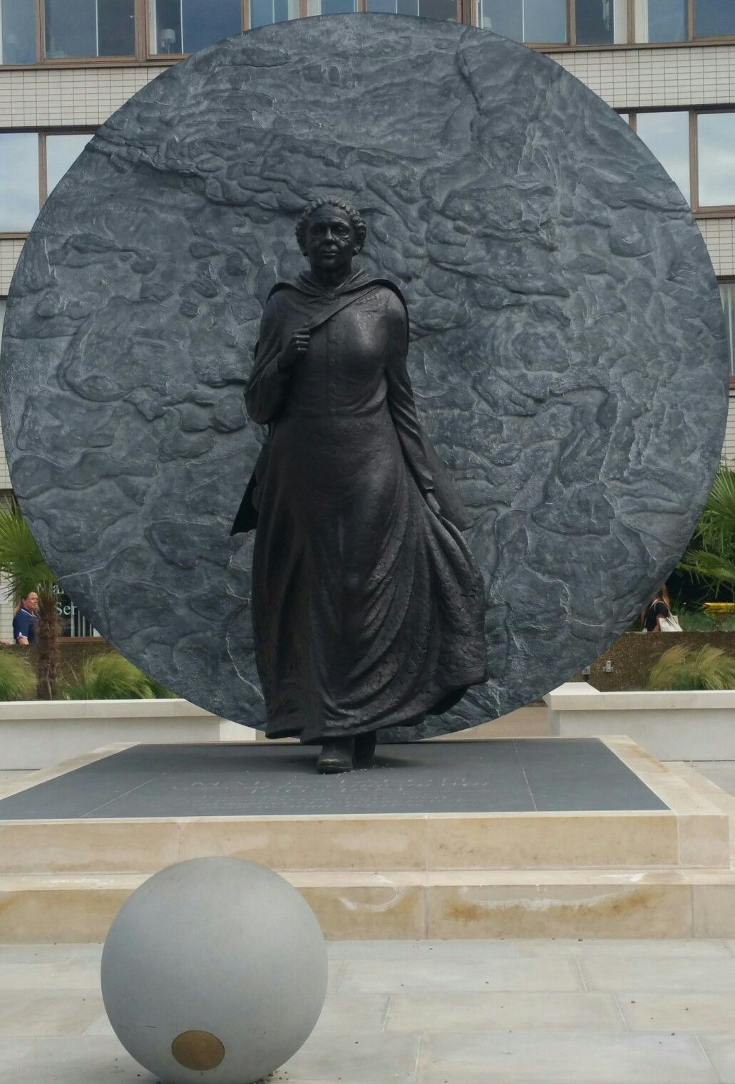 Statute of Mary SEACOLE @ St. Thomas' hospital