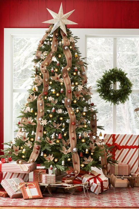 Test Your Christmas Knowledge With These Tricky Holiday Trivia Questions   Christmas tree ...