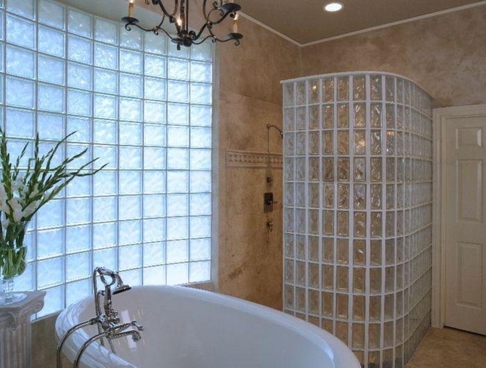 Mettons des briques de verre dans la salle de bains | Salle ...