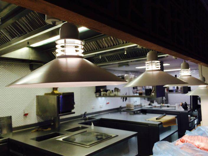 Iluminación moderna de restaurantes – HOJA SANTA – Cocina ...