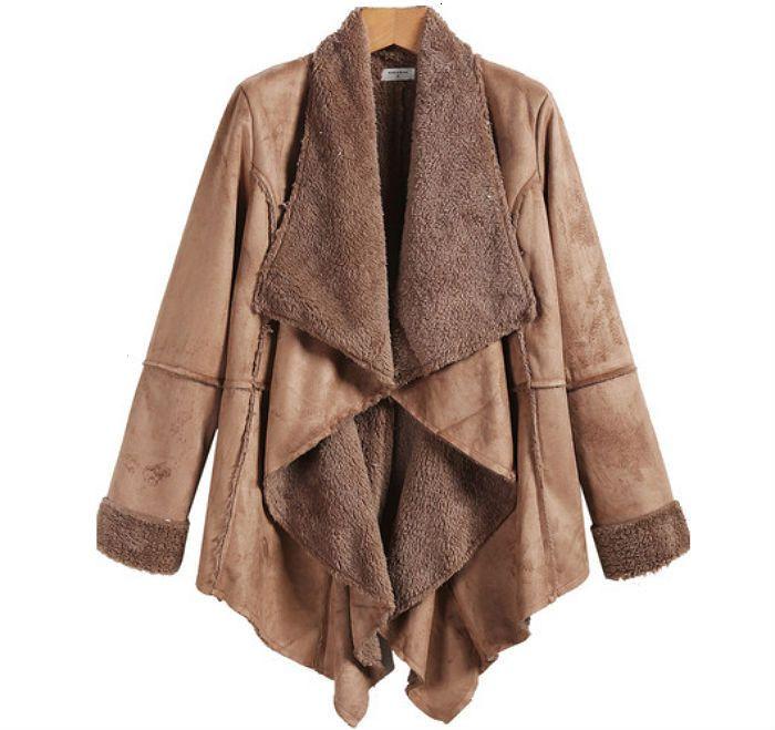Abrigo color caqui de piel sintética
