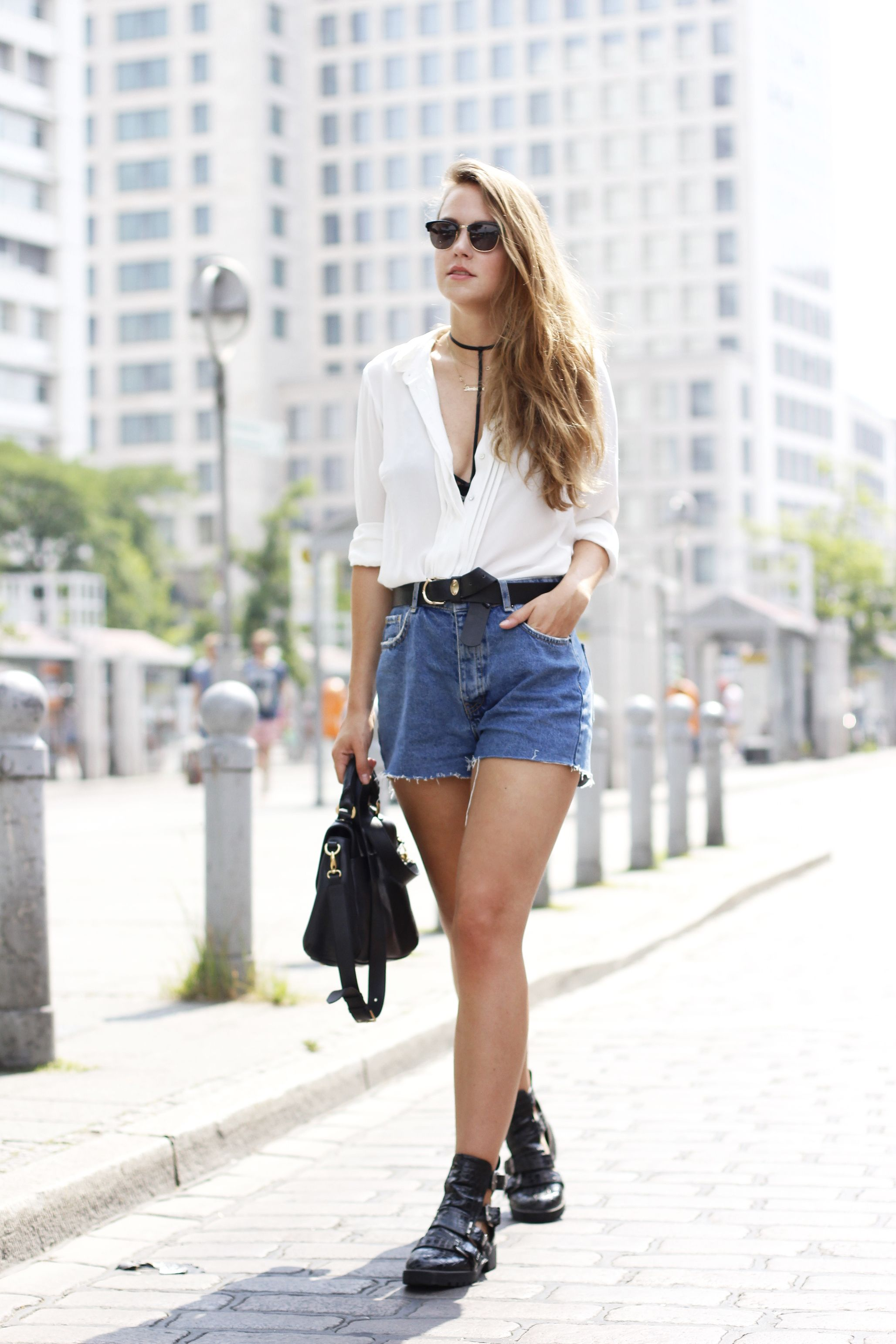 The Denim Shorts You'll Live in All Summer | Denim shorts outfit ...