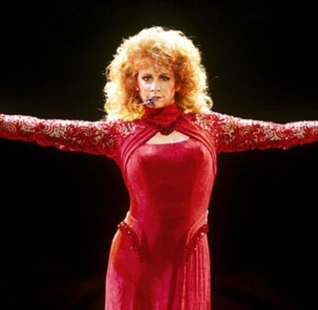 Reba Red Dress Pictures 115