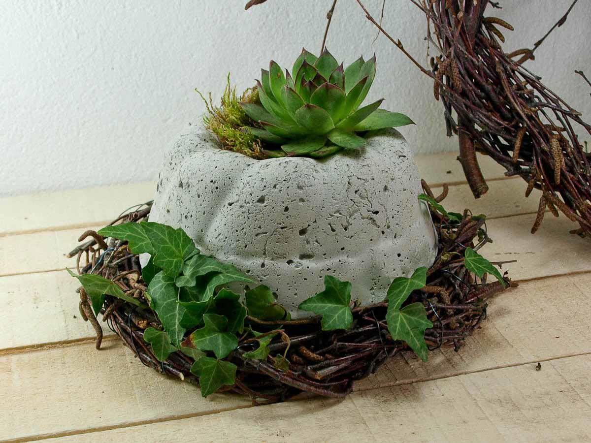 Gartendeko Beton bepflanzter guglhupf gartendeko beton kellerherz
