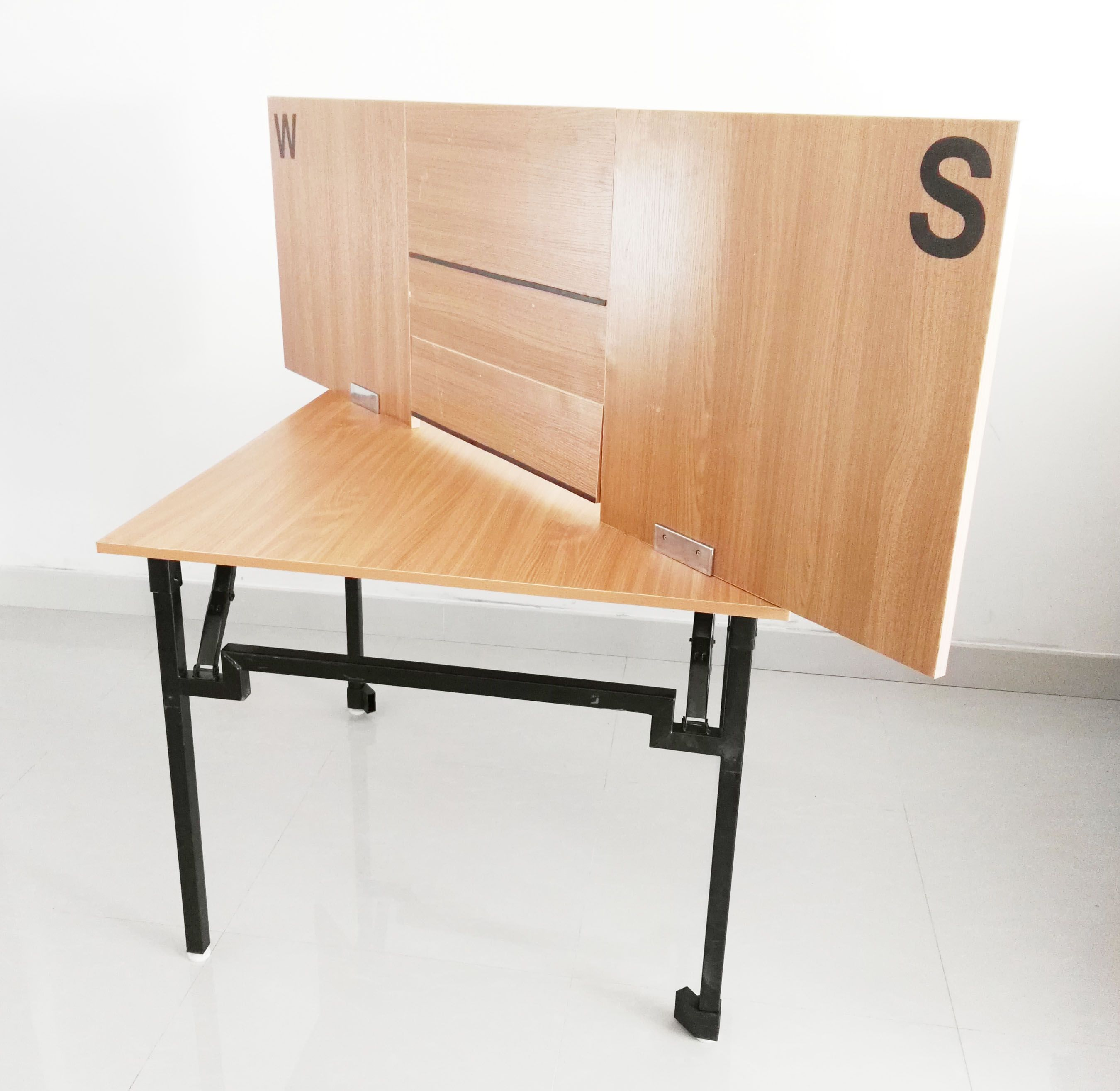 Foldable screen for bridge tablenormally for bridge club