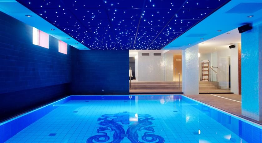 Grand Hotel Amrath Also Boasts An Indoor Swimming Pool And High Tech Gym There Is An Extensiv Grand Hotel Amrath Amsterdam Amsterdam Hotel Cool Swimming Pools