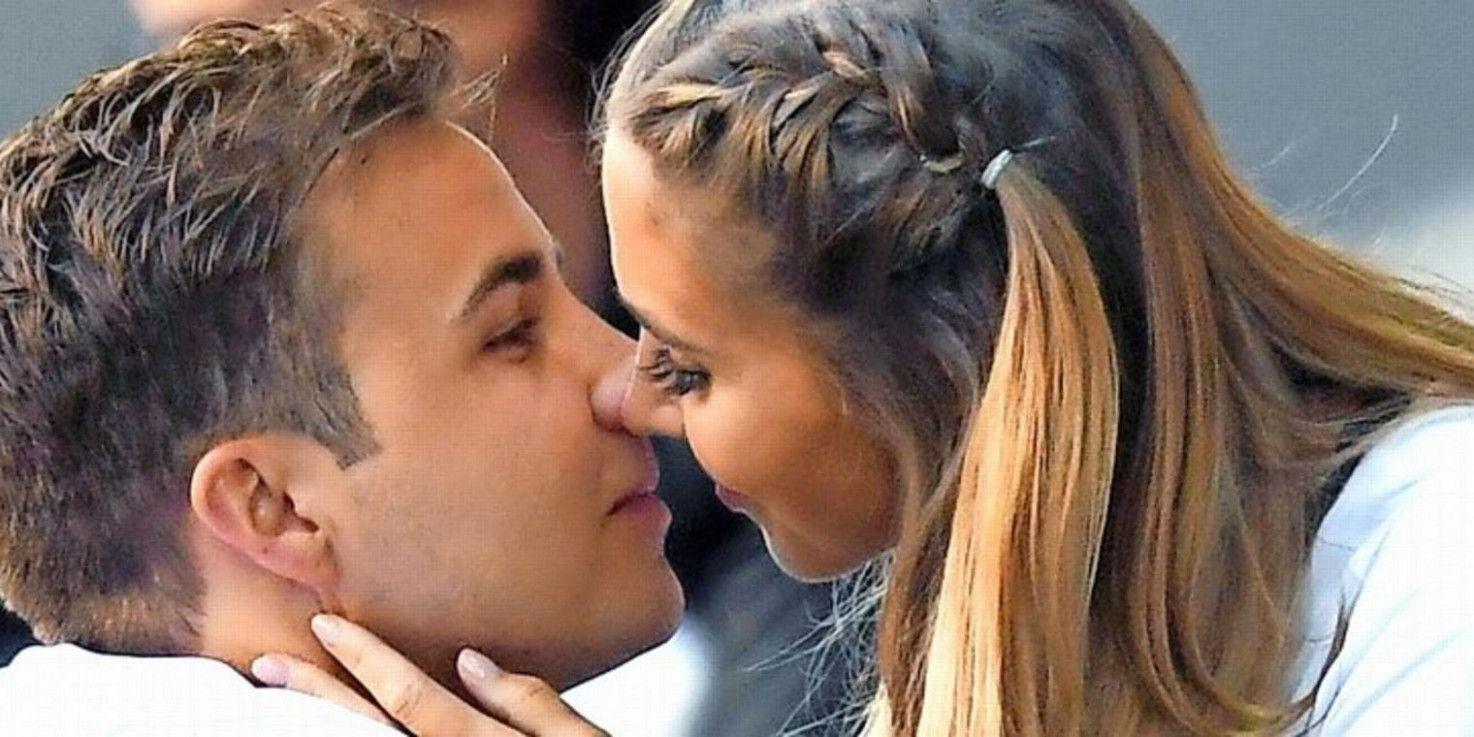 Hochzeit Mario Gotze Ann Kathrin Brommel In 2020 Ear Tattoo Behind Ear Tattoo Ear