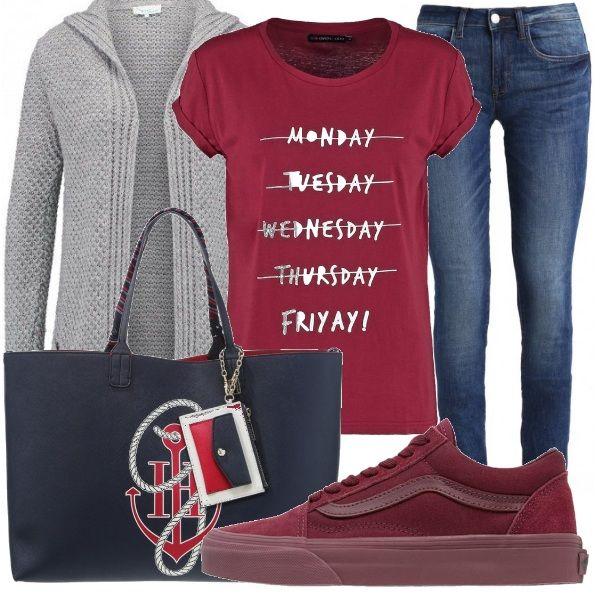 Outfit casual composto da t shirt stampata e jeans skinny