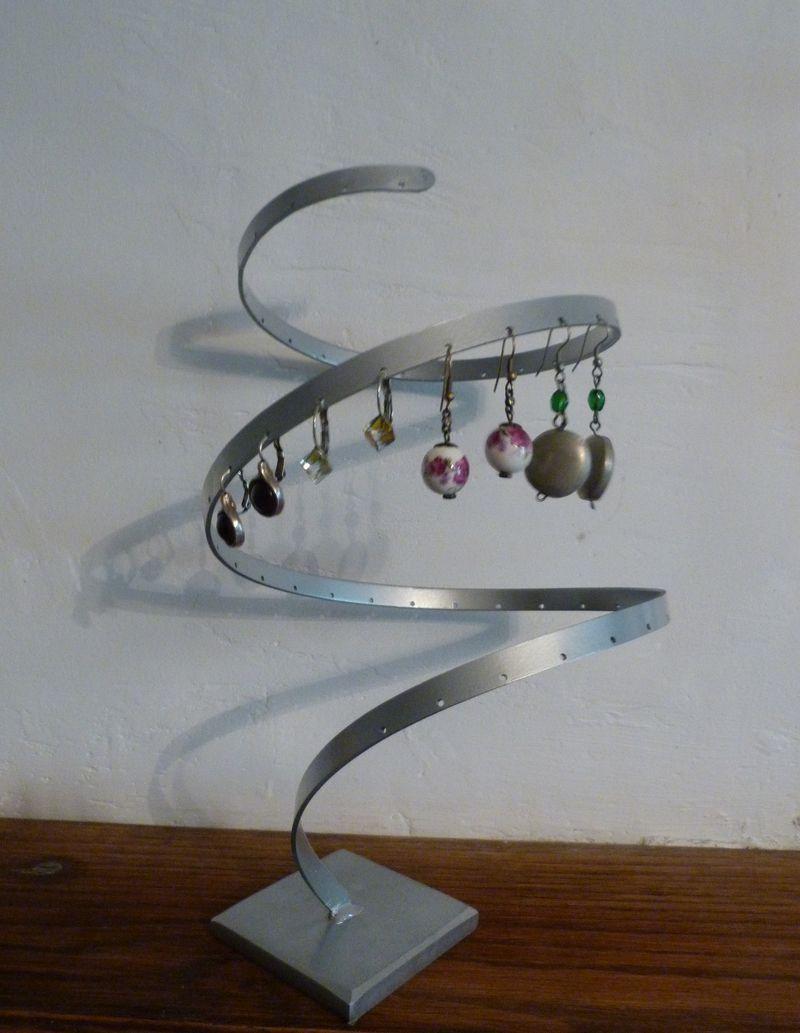 petit pr sentoir design argent pour boucles d 39 oreille presentoir bo tes par hegeso. Black Bedroom Furniture Sets. Home Design Ideas