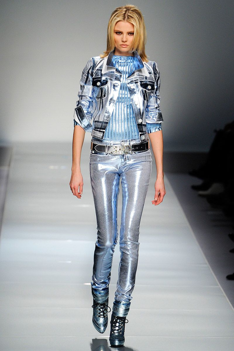 Fashion, Silver Clothing, blumarine, futuristic fashion ...